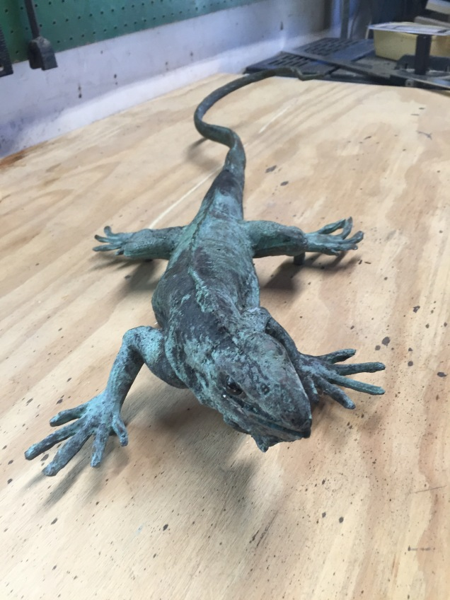 The iguana sculpture in question